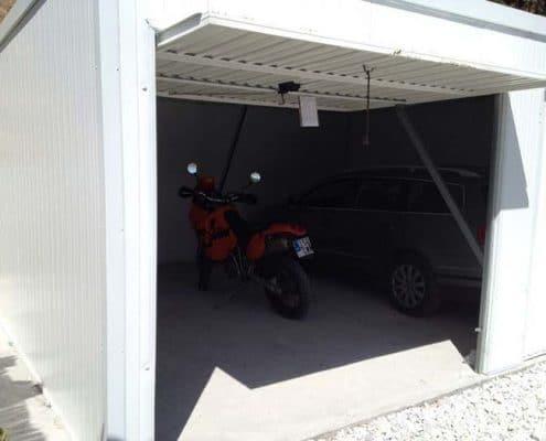 Interior de un garaje doble